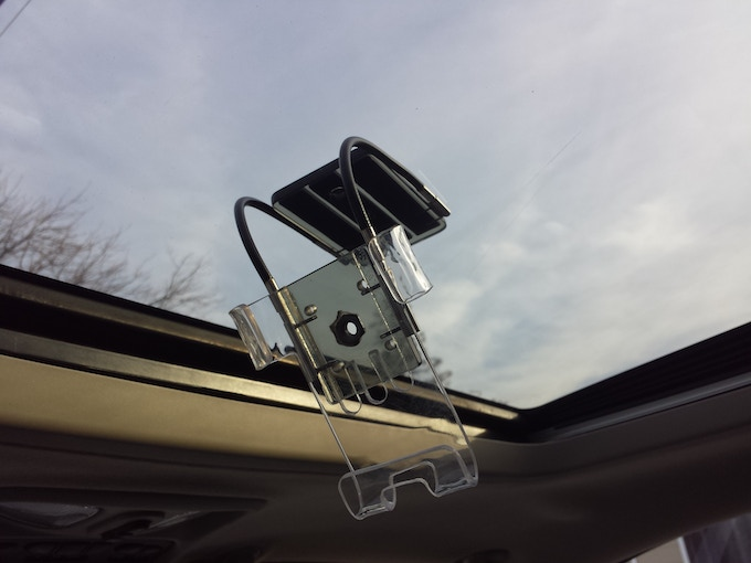 Sunroof mounted xFormer fits any smartphone.