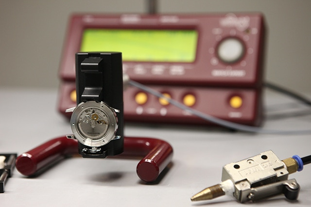 Testing the precision of Miyota 9015 movement at various positions to ensure precision for our timepiece
