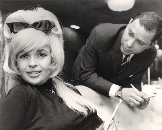 Tony Kaplan meets up with the great American actor Jayne Mansfield in 1967.