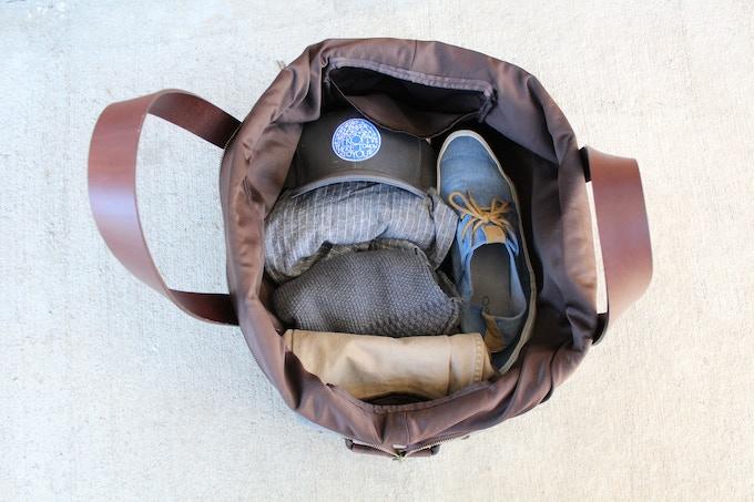 Features nylon lining, 2 zipper pockets, 2 open pockets
