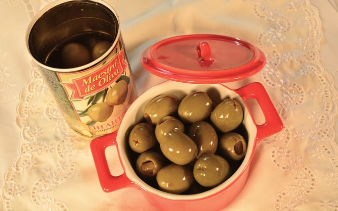 Succulent olives stuffed with anchovies, lemons, pimiento or cheese. Delight in this fantastic explosion of flavours.