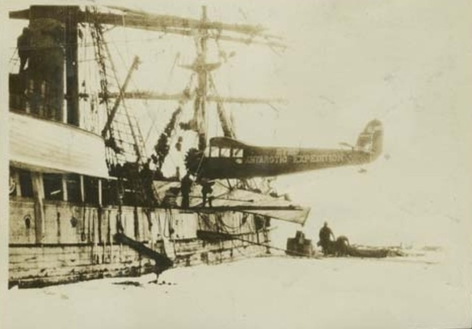 Unloading aircraft, Byrd Antarctic Expedition, 1928 (Ohio State University Byrd Polar Research Center)