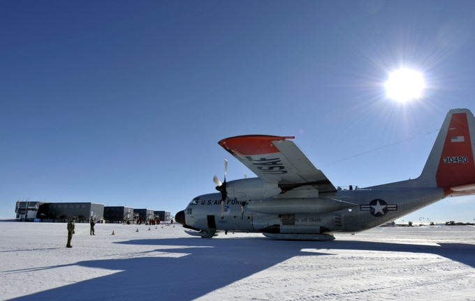 NY Air National Guard LC-130 at South Pole Station, 2012 (USAF Photo by SrA Ben German/Released)