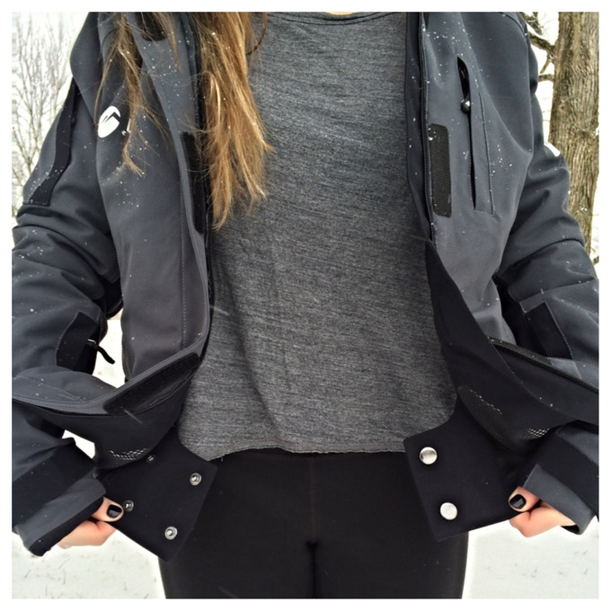 Keep the snow on the slopes and out of your jacket by buttoning up the powder skirt!