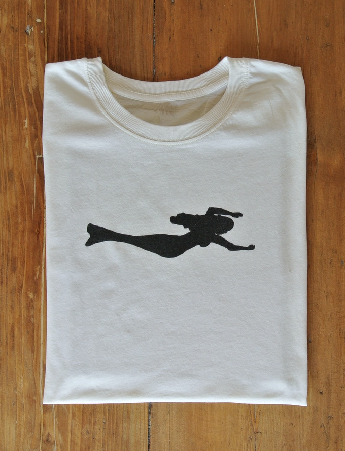 Men's SIRENE 100% organic cotton t-shirt displaying our beautiful mermaid