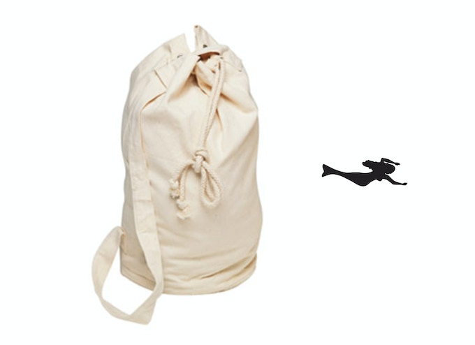 When you go to sea, you really need only a few things. Put them all into your SIRENE canvas sailor bag