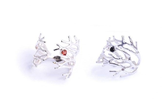 Dendrite Ring with orange Sapphire (left) and black Spinel (right)