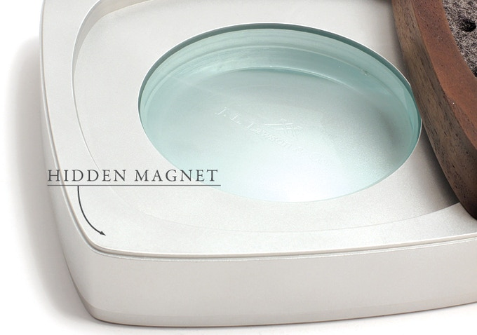 A hidden magnet keeps the tray lined up and closed