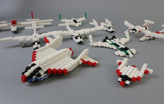 Built examples of SpaceShipOne along with other Rutan designs created from Jeff Rutan's micro and mini-scale LEGO PLANS!