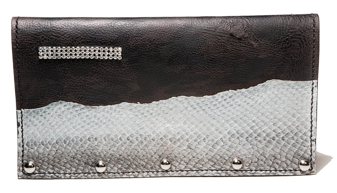 Black leather clutch with Salmon fishleather decoration