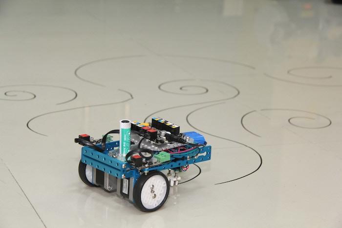 9ebd68a89bef4b4e0e5fbcfe98a9b60f original - mDrawBot, un robot artista compatible con #Arduino