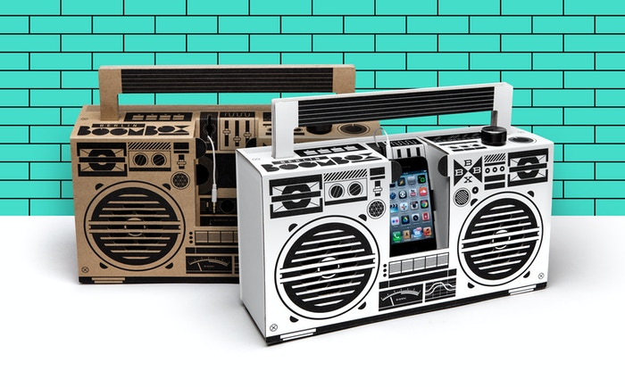 A  mobile speaker like no other. Inspired by the oldschool ghettoblasters of the 1980s. A DIY kit made from recycled cardboard and German engineered audio technology for powerful sound.