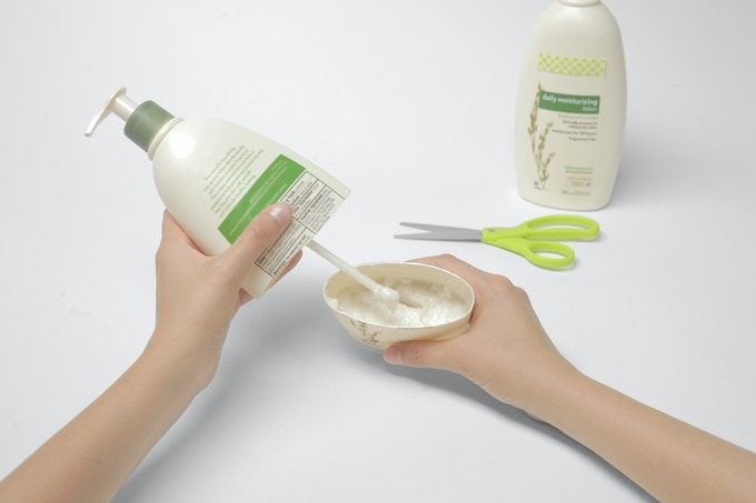 Cut-open lotion bottle reveals how much lotion is left when the pump stops functioning.