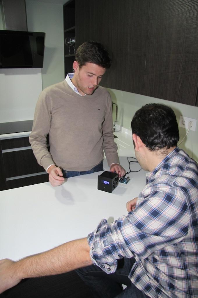 J. Juarez and J. Galar working in the prototype