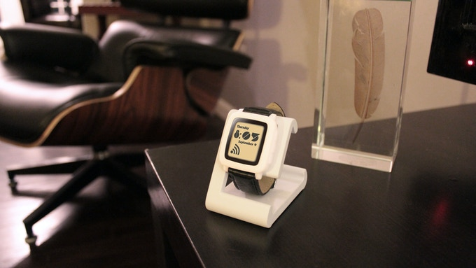 TimeDock White in your Home Office with Pebble Time model