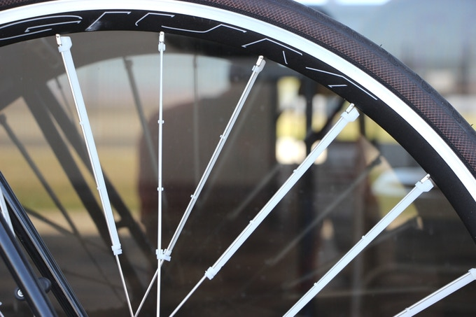 Spoke Fins reduce critical drag on uppermost wheel surfaces.