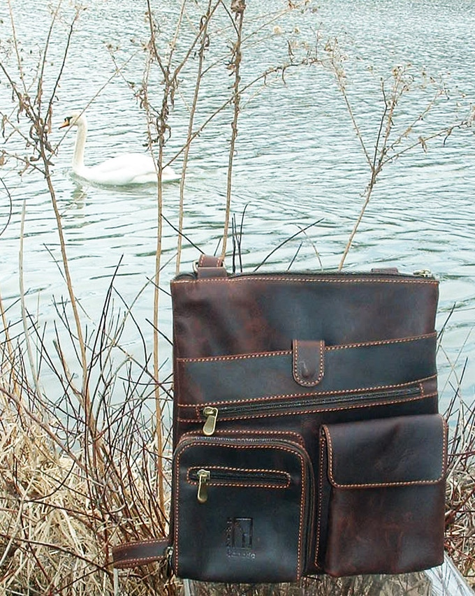 Veg. tanned leather Messenger - 7 compartments 30 by 34 cm - by Ben Katz