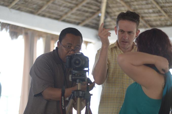 Aprendiendo a usar camaras durante la Escuela de Periodismo Autentico