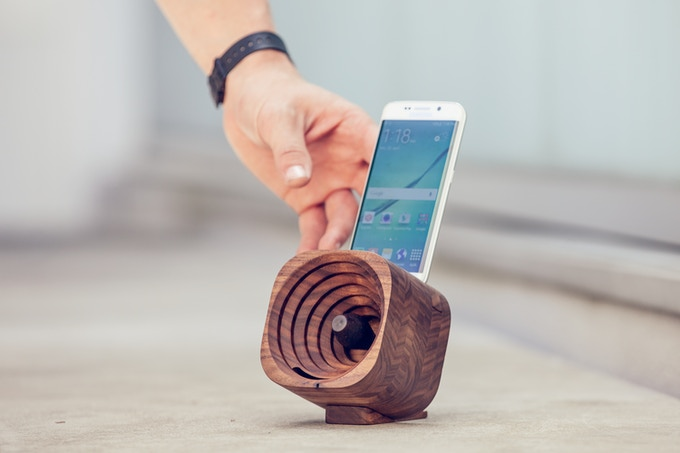 Harman Kardon Car Audio: Trobla: A Wooden Amplifier For IPhone And Other