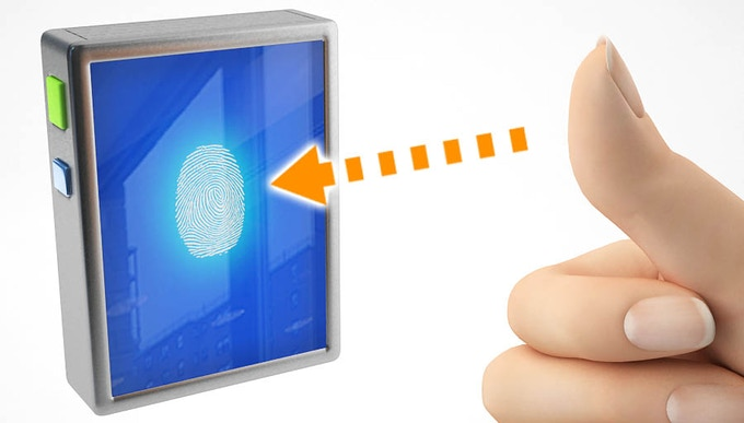 This is the LED touch screen with the fingerprint recognition technology to access wallet contents!