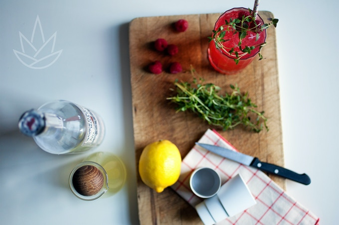 RASPBERRY COLLINS  1-Raspberry Syrup / 2-Lemon juice / 3-Gin / 4-Soda water