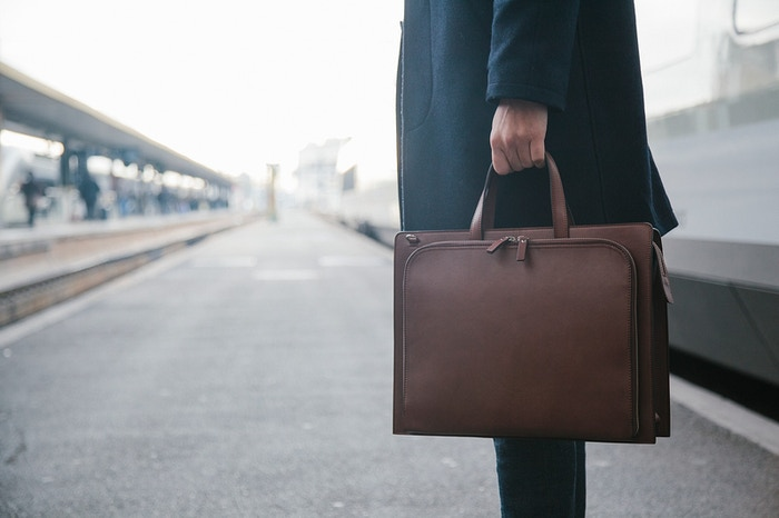 Le petit cartable : leather messenger bag for laptop, tablets and smartphones.