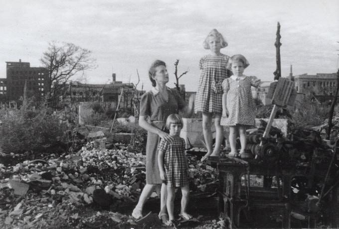Topazia with her three daughters Dacia, Yuki, and Toni (my mother) at the end of the war in Nagoya 1945-- Topazia con le tre figlie, Dacia, Yuki e Toni (mia madre) alla fine della guerra all'uscita dal campo.  Nagoya 1945. © Fosco Maraini
