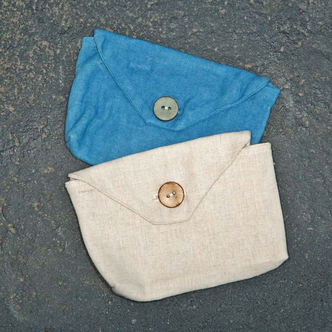 A removable fabric hip pouch comes with each skirt and is interchangeable with our cork and leather hip pouch options.