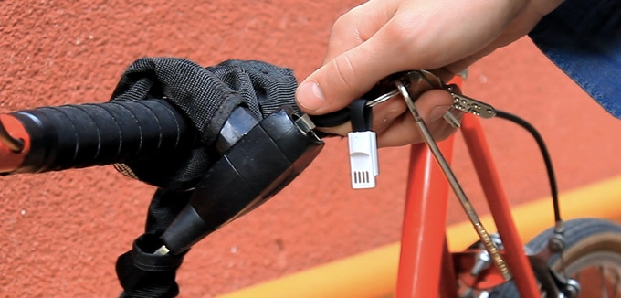 Treat your keys without worries, inCharge Bolt will never fall off.