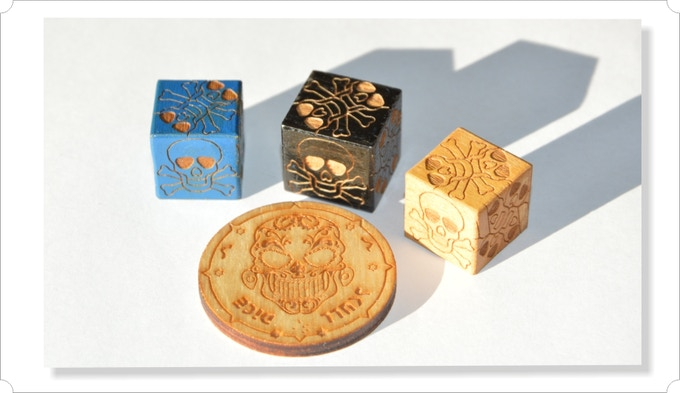 There is the possibility of staining and varnishing cubes, in combination with blocks of natural wood gives the set a unique charm and style