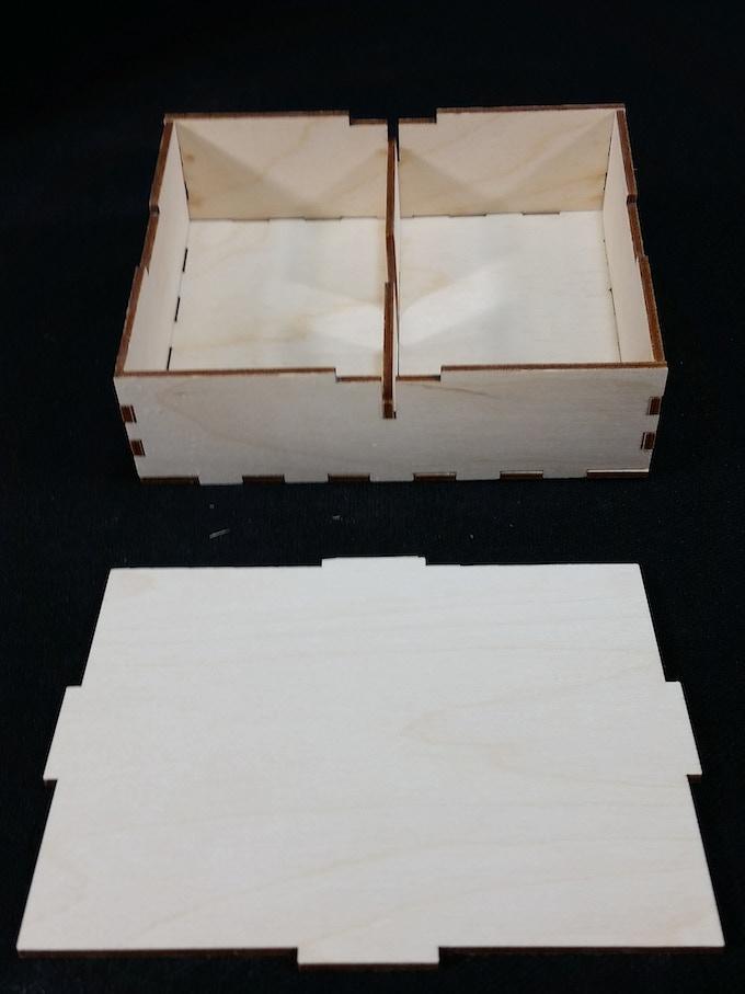 Center Divider Tuck Box