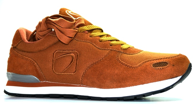ARCH TR-114 Runner Caramel ships with Additional Shoestring