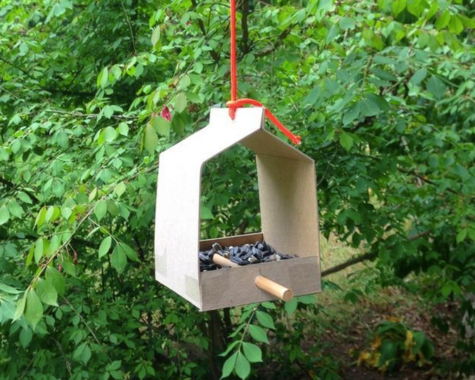 A prototype of the Brdi Bird Feeder