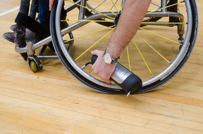 An accessible and quick solution for inflating wheelchair tires