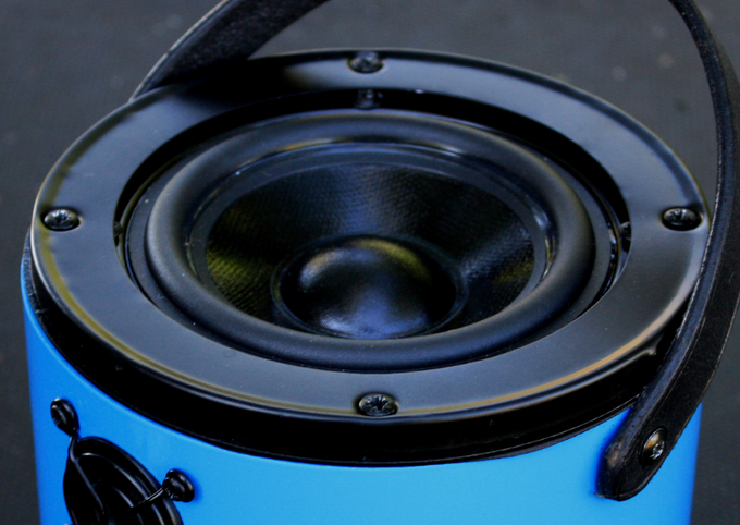 The large woofer really connects with the air to give you stunning bass