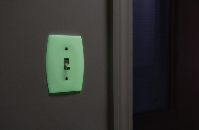 LUMINNO GlowaSwitch Toggle Version Light Switch Plate