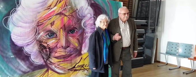 Marie José Chombart de Lauwe and Roger Bordage, two ancient resistants, in front of a painting destined to stay in La Nanoform