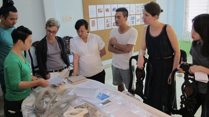 Artist Lai Dieu Ha, San Art Laboratory session 4, meeting guests artists and curators in her studio