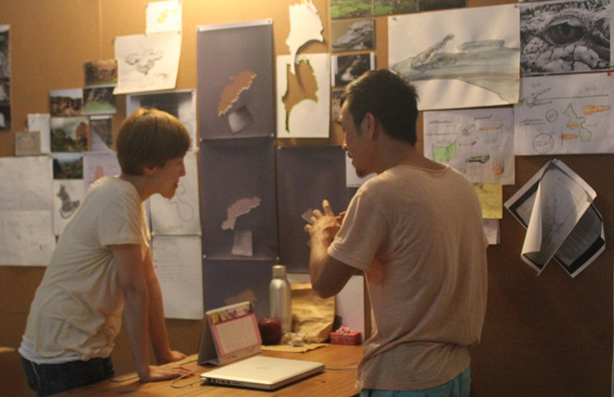 Artist Le Phi Long, San Art Laboratory Session 4, present his ideas with artist Tiffany Chung