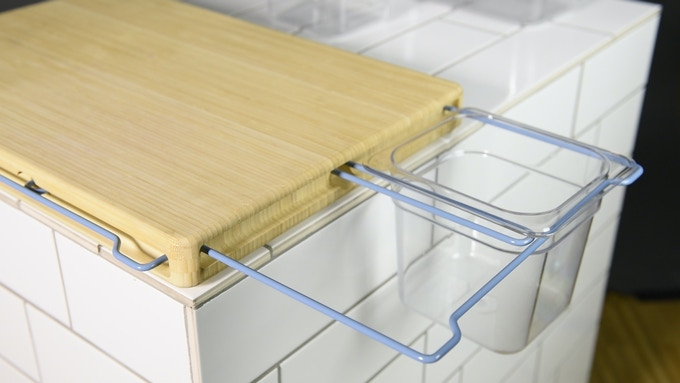 Extensible brackets & separators for smaller containers