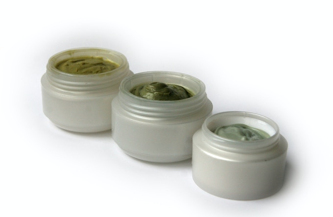 Refreshing spirulina facial masks and creams