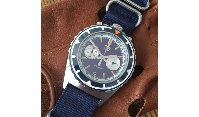 Mecha-quartz Bull with date Blue (sunburst dial)