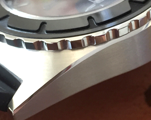 Case detail: brushed surface with polished edges