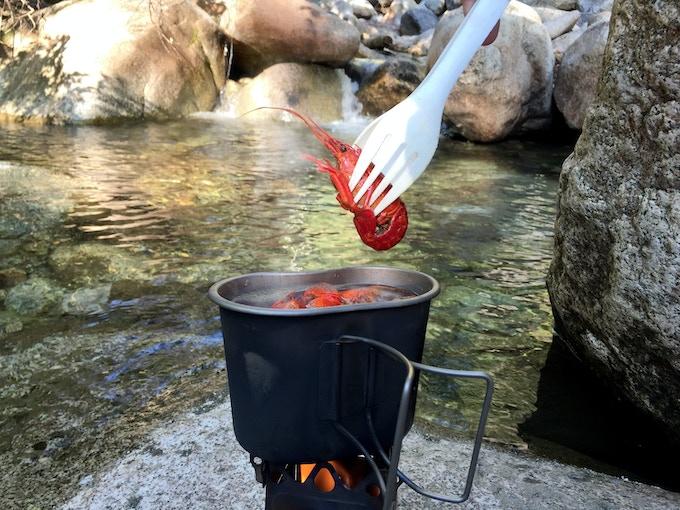 No more burned fingers handling hot food.