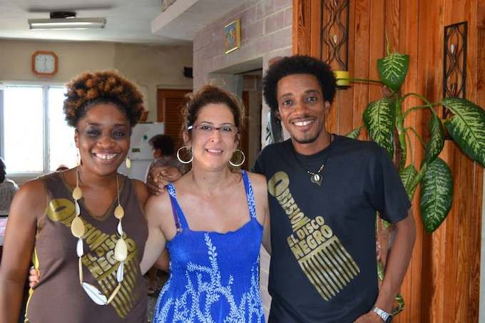 Isabel (in the middle) with Magia and Alexei, from Obsesión, Hip Hop Duet