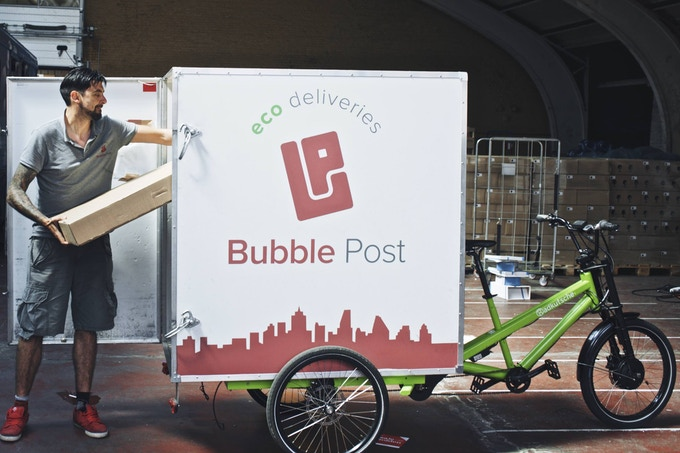 Flat-packed desks. Ecodelivery in Belgium by Bubble Post.