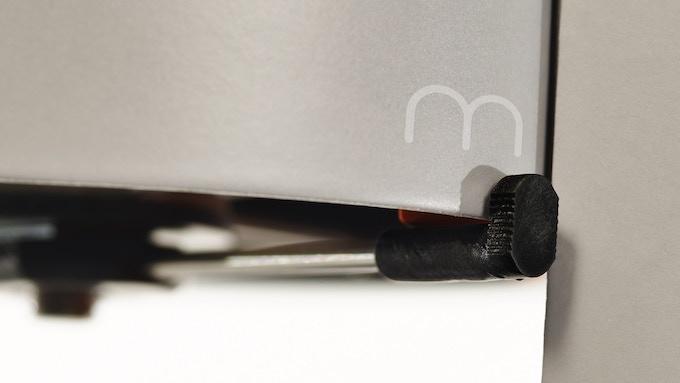 The grinder has 2 simple settings: Metal or Paper