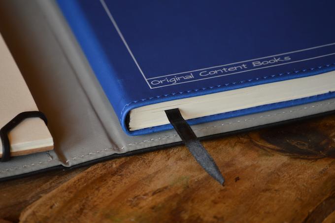Page holder ribbon close-up