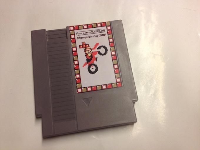 Grey Nintendo NES cartridge of the retroplayer.nl championship 2015