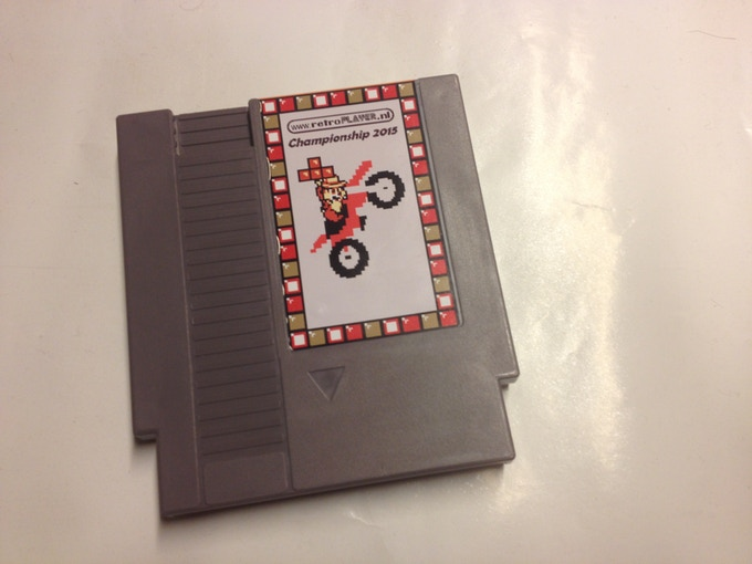Grey Nintendo NES cartridge of the retroplayer.nl championship 2015
